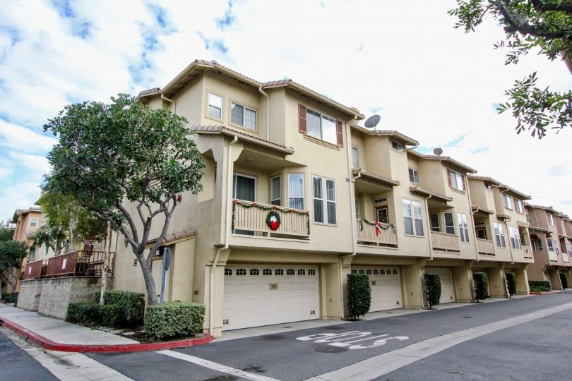 THE APARTMENT LOCATED IN SUMMERWIND WHICH SHOWS ROAD WAY, SHEDS, PLANTS, DISHES, TREES IN THE CITY OF ANAHEIM