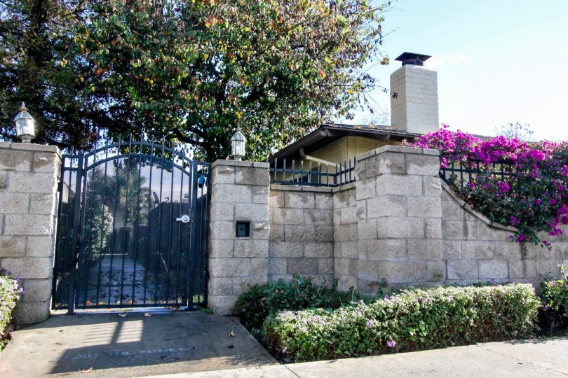 THE ENTRANCE OF THE HOUSE SITUATED IN ANAHEIM CITY, ON THE FRONT CROTON PLANTS ARE THERE