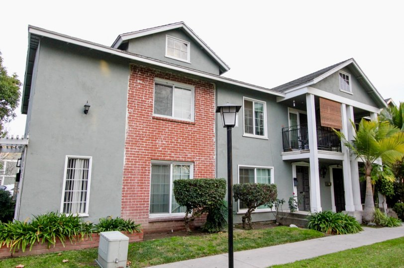 Villa in Monticello Townhomes has street lamps, meadows with bushes front to it