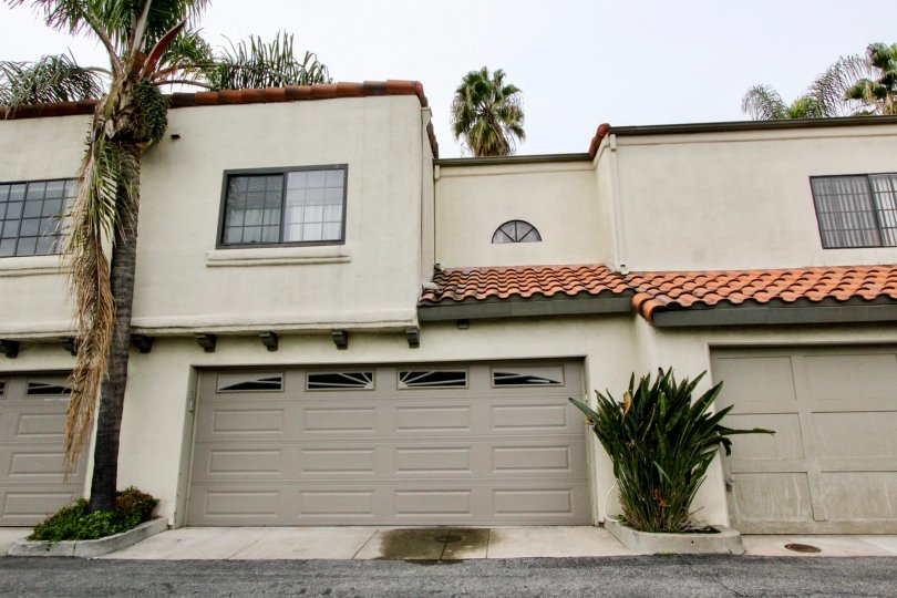 Fabulous view of villa with palm trees and parking in Palm Villas of Buena Park
