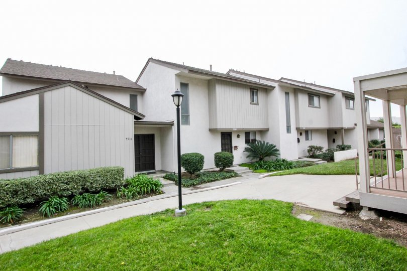 THIS APARTMENTS IN BUENA PARK, WHICH HAVE THE BEAUTIFUL LAWN, PLANTS LIGHT LAMP PATHWAY ARE THERE