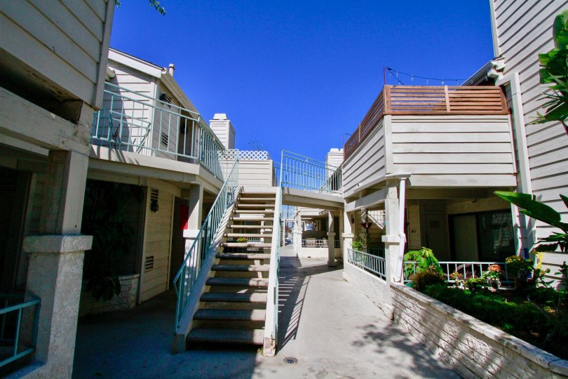 in coral point the apparments is good around the link of houses in costa mesa in california