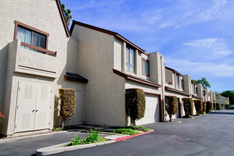 Front view of the Embassy Park Townhomes located in Cypress, California