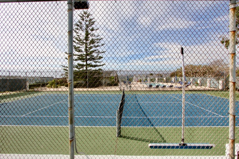 A sunny day in the Dana Bluffs with a blue color tennis court.