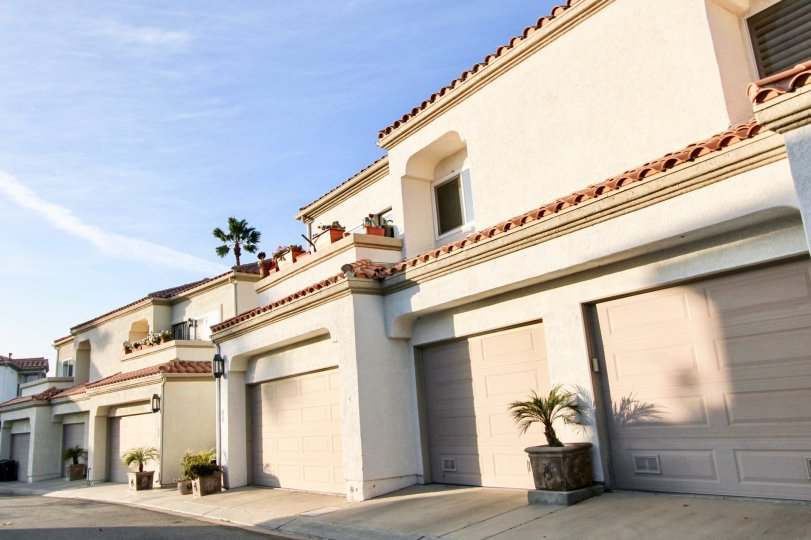 a pleasent day in the tennis villas with house that has 4 parking door and roofless top