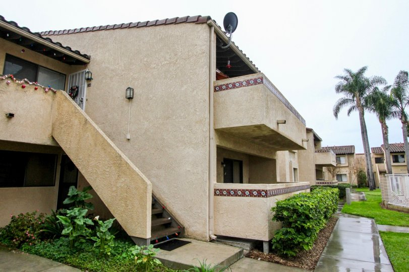 Fountain Crest Valley California building with good balcony and lobby model nice to live