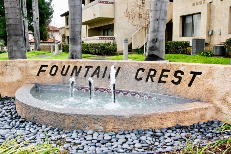 Stone entrance sign labeled Fountain Crest community.