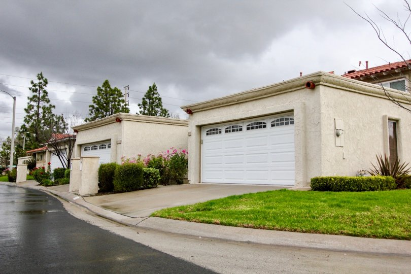 Residential area with two car garages close to the street located in the community of Green Valley Warner Village.