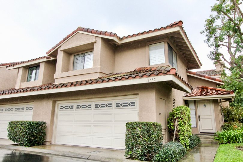 Mariposa Fountain Valley California roofing was good and front side doors are in good model