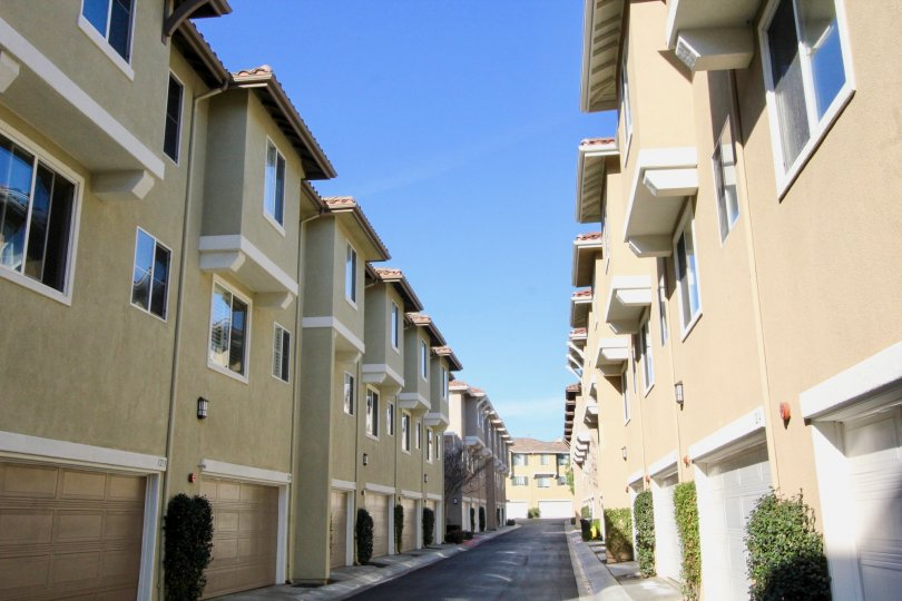 A sunny day between the Amerige Heights apartments in Fullerton, California