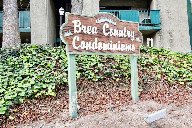 Brea Country Fullerton California with grey pillars and nice name stand before the building