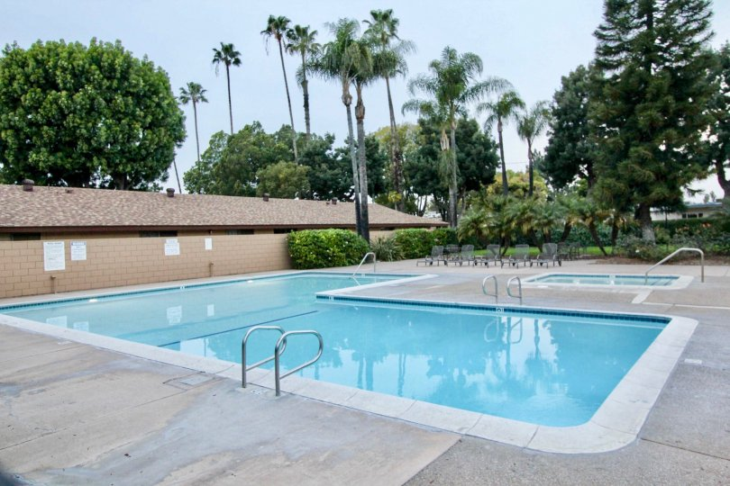 A large pool and a small pool with chairs in coco palms community in fullerton, california.