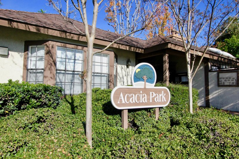 Acacia Park having attractive green location at garden grove city