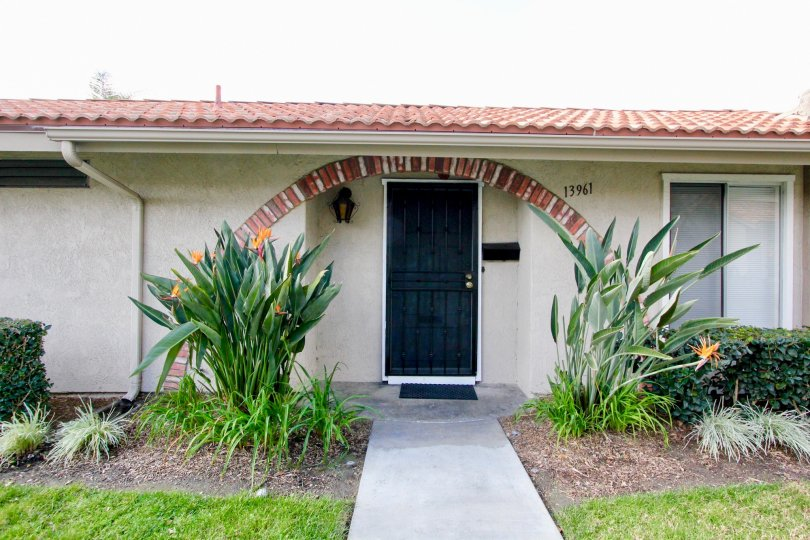 This Single-Family Home located at 13968 La Jolla Plaza, Garden Grove, CA sold for $425, 000on Oct 31, 2016. 13968 La Jolla Plz has 3 beds, 2 ½ baths, and approximately 1, 637 square feet. The property has a lot size of 1, 646 sqft and was built in 1972.