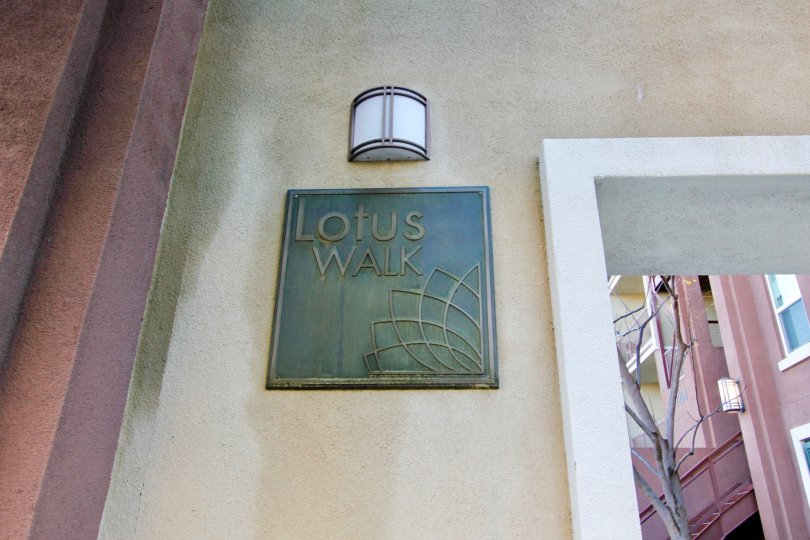 THE HOUSE IN THE LOTUS WALK WITH THE LAMP, LOTUS WALK BOARD