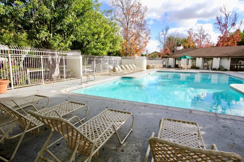 THE APARTMENT IN THE MEADOW BROOK VILLAGE WITH THE UMBRELLA, SWIMMING POOL, CHAIRS