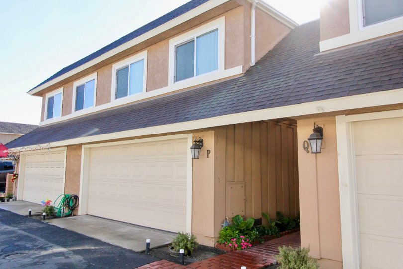 Beautiful one storey Nelson Villas building with Garage Facility