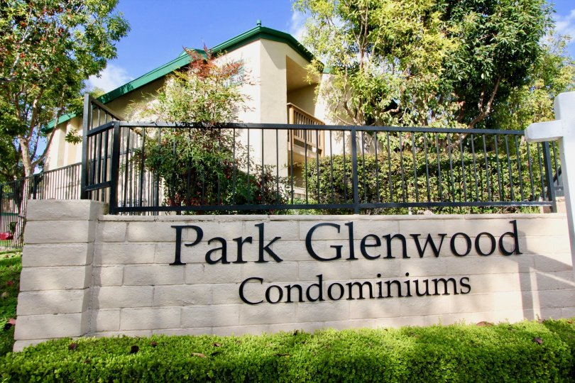 THE HOUSE IN THE PARK GLENWOOD WITH PARK GLENWOOD CONDOMINIUMS WALL, PLANTS, TREES