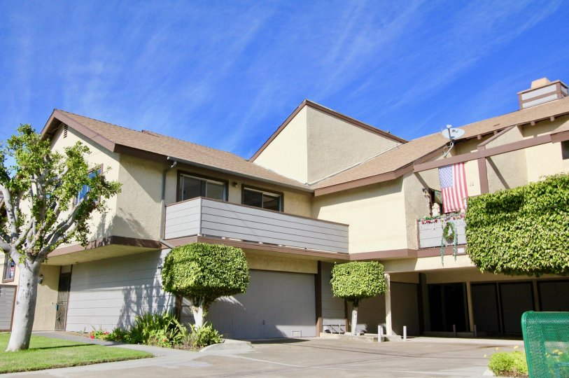 Beautiful Two-Story Standford Plaza Townhouse Available