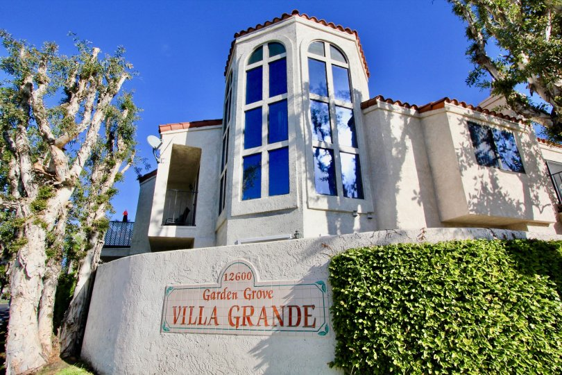 The Villa Grande in the Garden Grove with a beautiful house and bushes