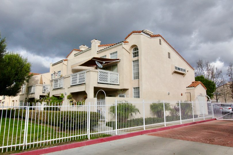 Houses at the Yorkshire Townhomes in Garden Grove with little trees and road