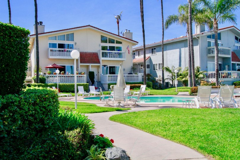 THE BAYPORT THE HOUSE LOOKINGIS AWESOME AND INFORNT THEIR IS A SWIMMINGPOOL IS GOOD FOR LOOKING IN CA