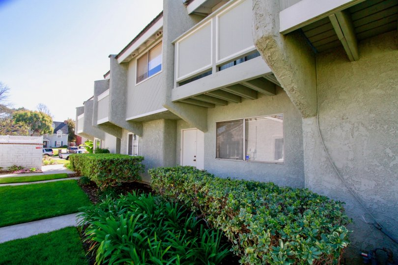 Cherrywood Village Huntington Beach California bulding attached balcony cover the window one room to another room cover the big size piller home color light gray very super