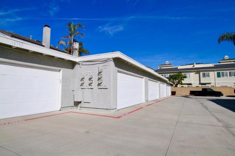 Spacious villas with car parking on a sunny day in Cherrywood Village of Huntington Beach