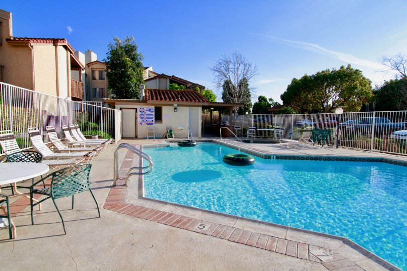 Excellent view of Swimming pool with sitting place near villas in Harbour Vista of Huntington Beach