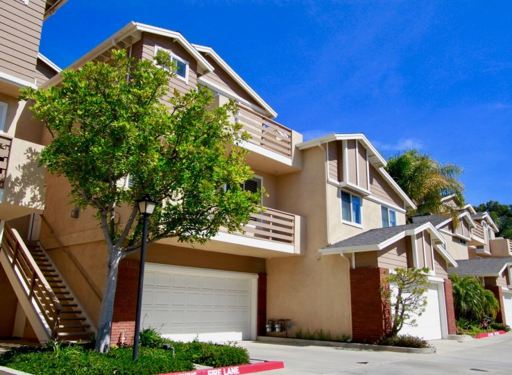 Holly Street Townhomes in California, stay in homes in Huntington Beach, town homes in California