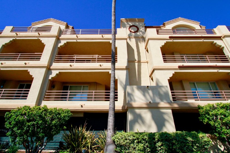 Huntington Harbour Bay Club Huntington Beach California buliding is very big huge balcony and steel attached center round shape dark biscuts color paint