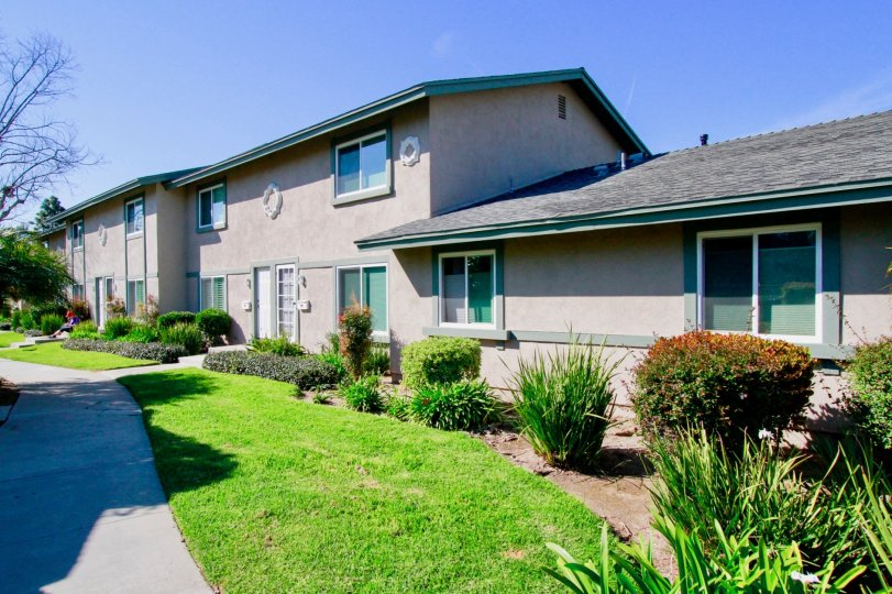 Great grass surronds in Huntington Townhomes, located in Huntington Beach, nice places in California