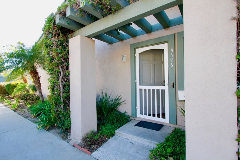 Nice Portigo with garden and entrance view of Huntington Townhomes of Huntington Beach