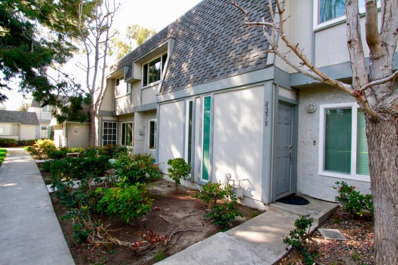 Decent looking Villa with trees and entrance in Mariners Cove West Huntington Beach