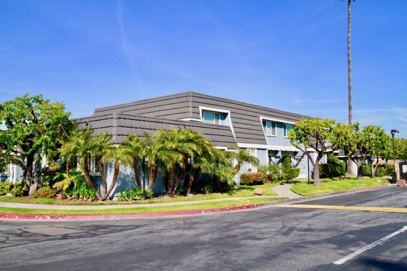 Mariner's Cove is HOME! Located in the beautiful City of Huntington Beach.