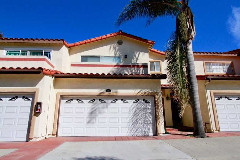 Excellent outer view of villa with palm trees in Pelican Pointe Villas of Huntington Beach