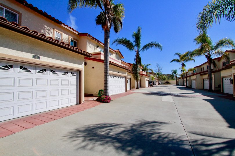 Pelican Pointe Villas Huntington Beach California factory like huge way path with lengthy street