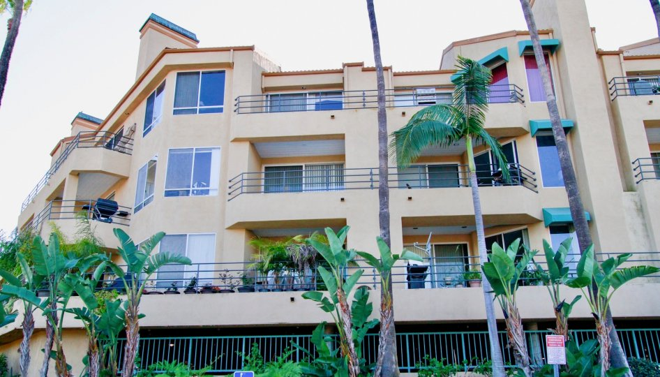 Excellent outer view with palm trees of a villa in Portofino Cove of Huntington Beach