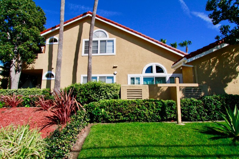 Excellent greenish view of lawn in front of Villa in Seaport II of Huntington Beach