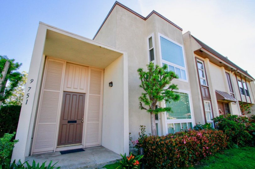 Villa Pacific Huntington Beach California building is long shape box type biscuts color paint applay door is very big brown color border window glass attached sun shine come to room