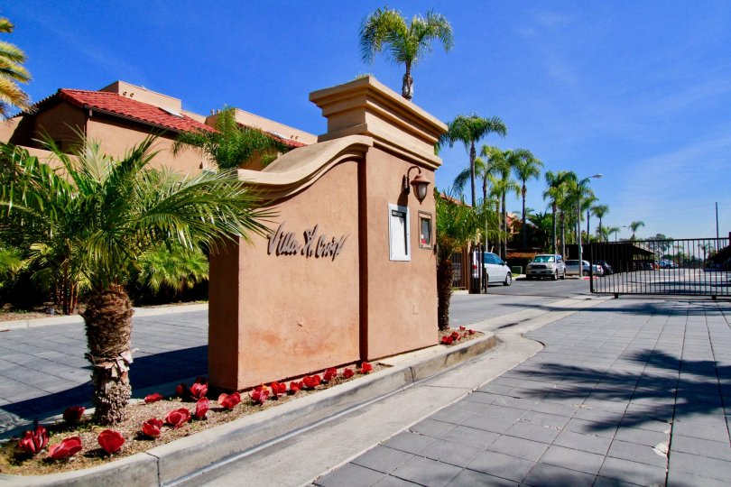 THE VILLA ST. CROIX THE ENTRANCE OF PLAM TREES OF LEFT SIDE IS NICE IN HUNTINGTON BEACH IN CA