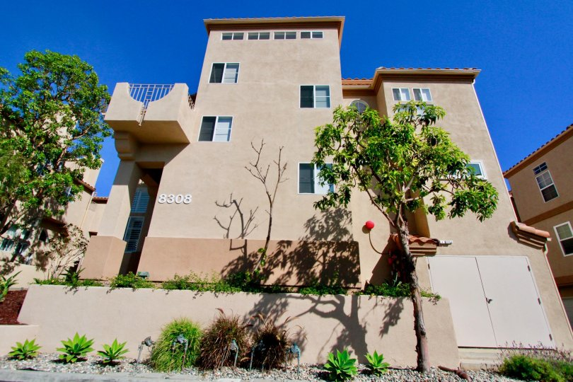 Excellent outer look with sky view of villas in Villas at Huntington Beach