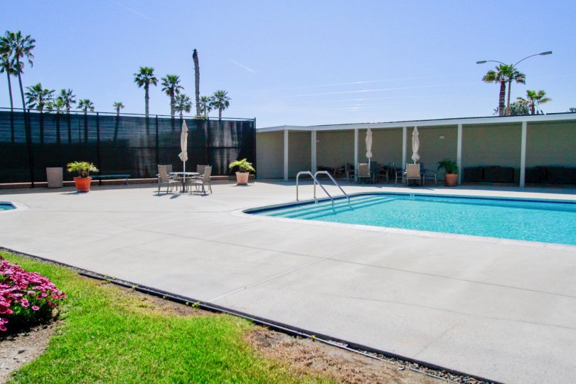 the swimming pool which look like the beach is locate in weatherly bay of huntington beach, california