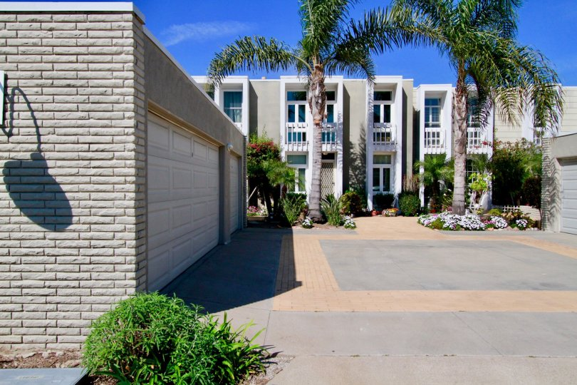 Nice Entrance approach to villas with palm trees with bright sunshine in Weatherly Bay of Huntington Beach