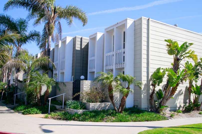 Weatherly Bay Huntington Beach California building big size paint color light biscuts and white box type house balcony and glass attached