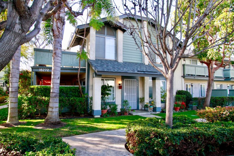 a home which shows here is tell as lucky home of windware cove in huntington beach, california