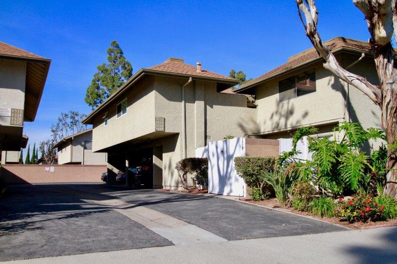 A clear day at Yorktown Villas in Huntington Beach, California.