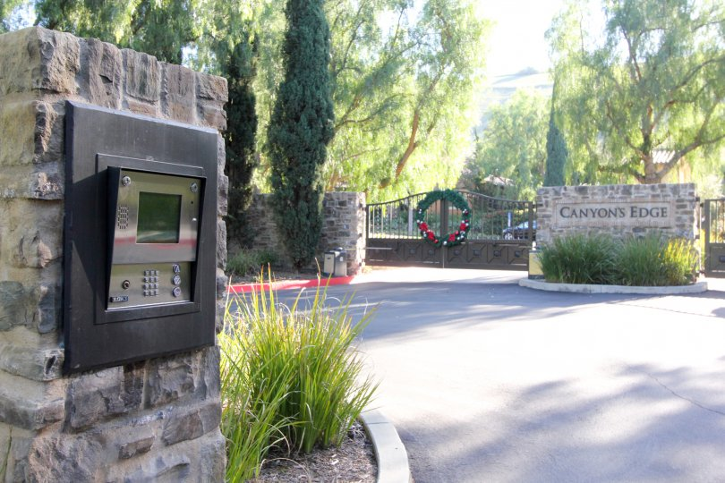 THE ENTRANCE WAY TO THE CANYON'S EDGE PLACED IN THE CITY OF IRVINE THAT HAVE THE LOT OF TREES AND PLANTS