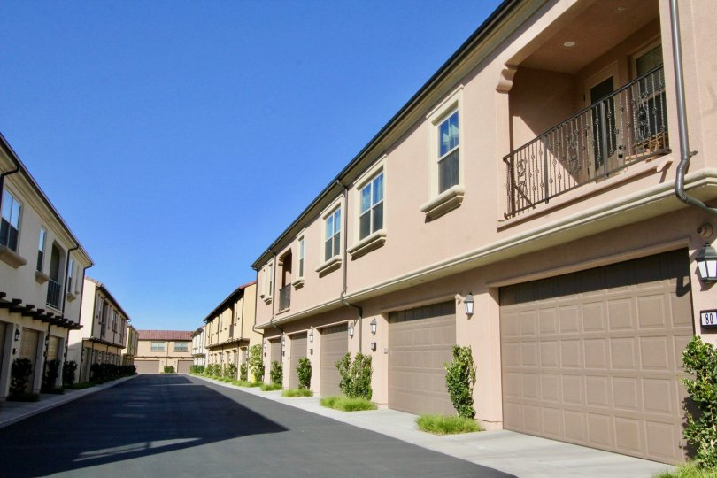 California Pacific Homes introduces Caserta, an elegant collection of finely appointed townhomes and flats in the dynamic surroundings of Irvine's Cypress Village.