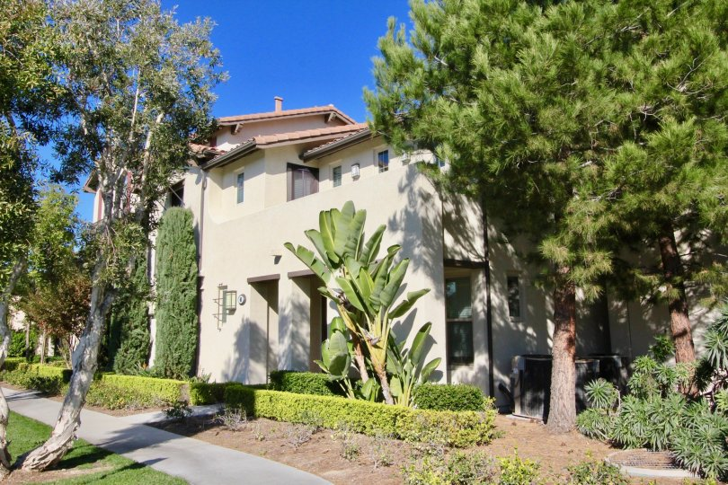 Villa Coronado Apartment Homes is a tropical, Mediterranean-inspired paradise, where through the gated entry lies lush landscaping and fully appointed floor plans complete with indoor washer and dryer and private garage. Located in the heart of Irvine, Vi